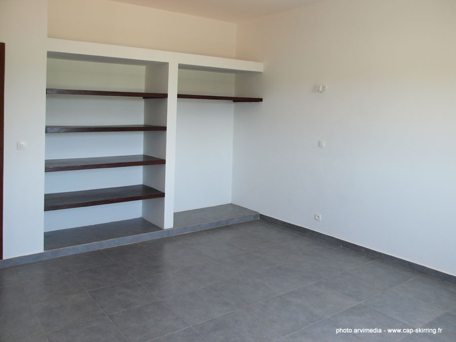 Location vente appartement vendre cap skirring for Armoire murale chambre